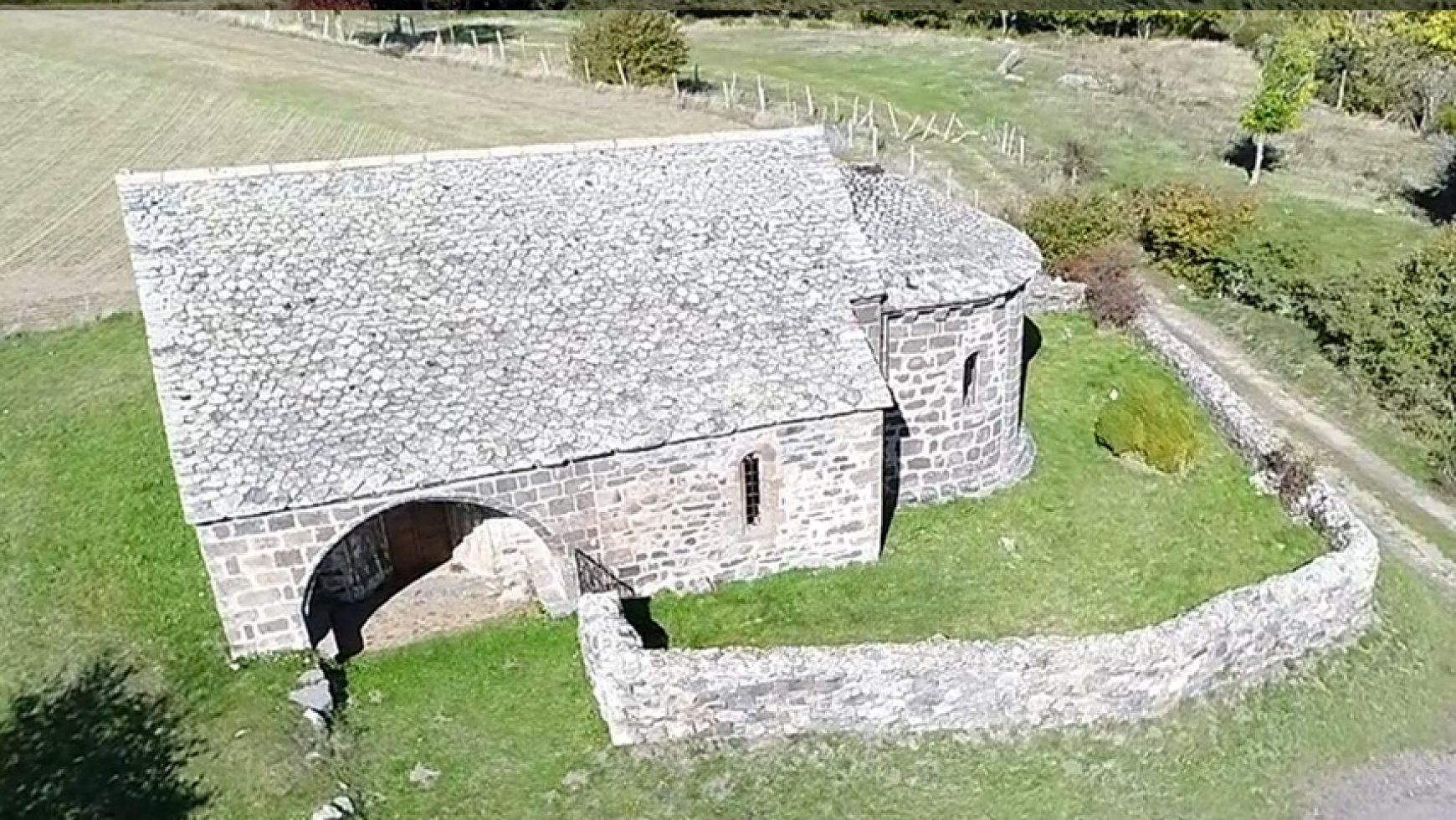 """Chapelle-Notre-Dame-de-Chastres-vue-de-haut-1740x980.jpg"""">"""